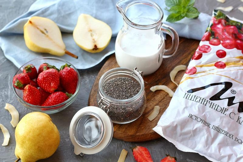 Чиа-пудинг с фруктами и отрубями