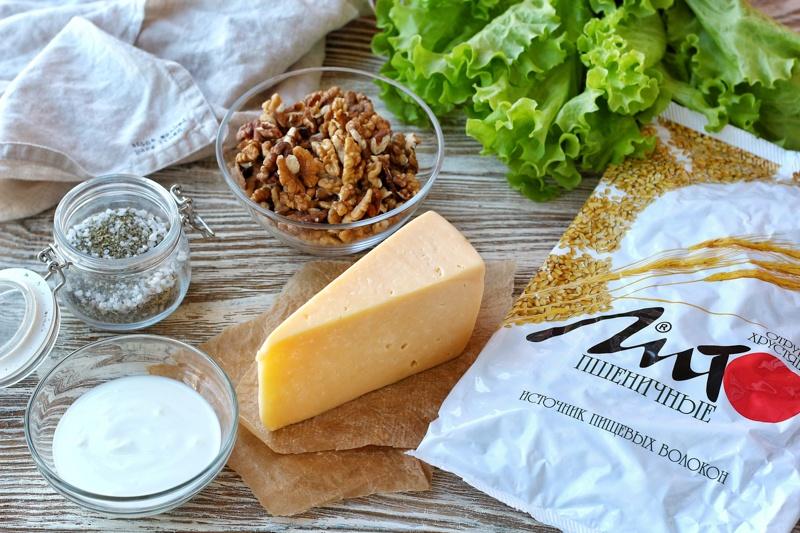 Закуска с сыром, грецким орехом и отрубями