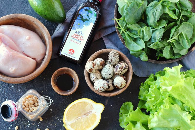 Салат с курицей, авокадо и льняным маслом