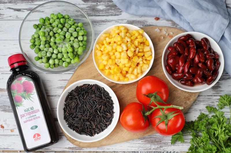 Салат из дикого риса, кукурузы, фасоли и маслом расторопши