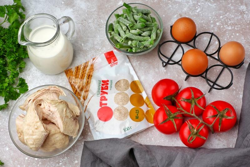 Фритттата с овощами, курицей и отрубями