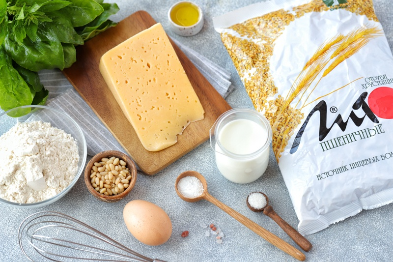 Сырные маффины со шпинатом, отрубями и кедровыми орехами