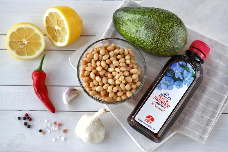 Гуакамоле с белой фасолью и льняным маслом