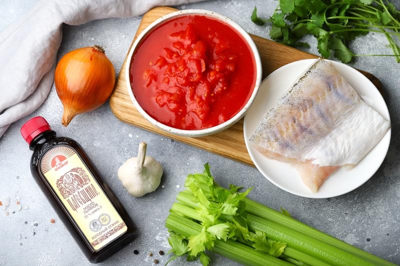 Томатный суп с белой рыбой и льняным маслом