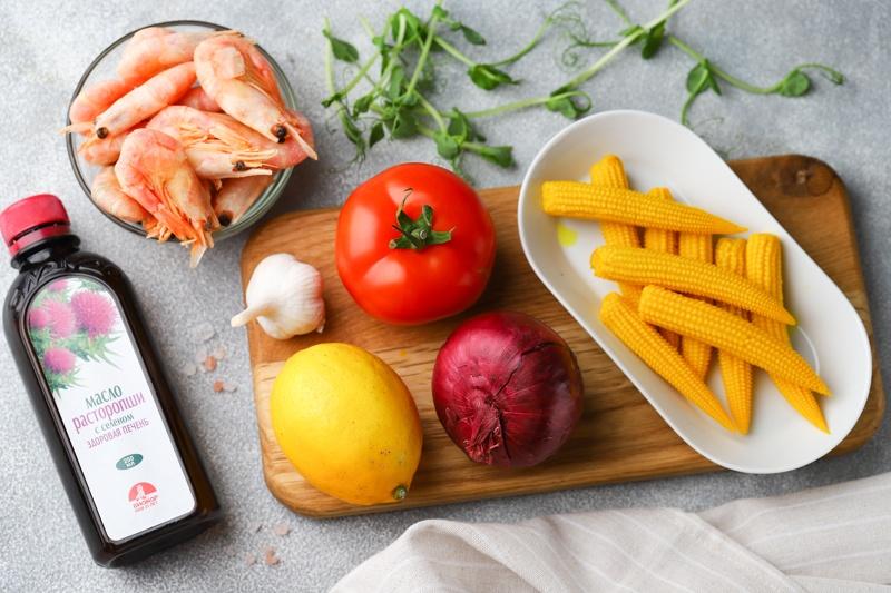 Салат с креветками, кукурузой и маслом расторопши