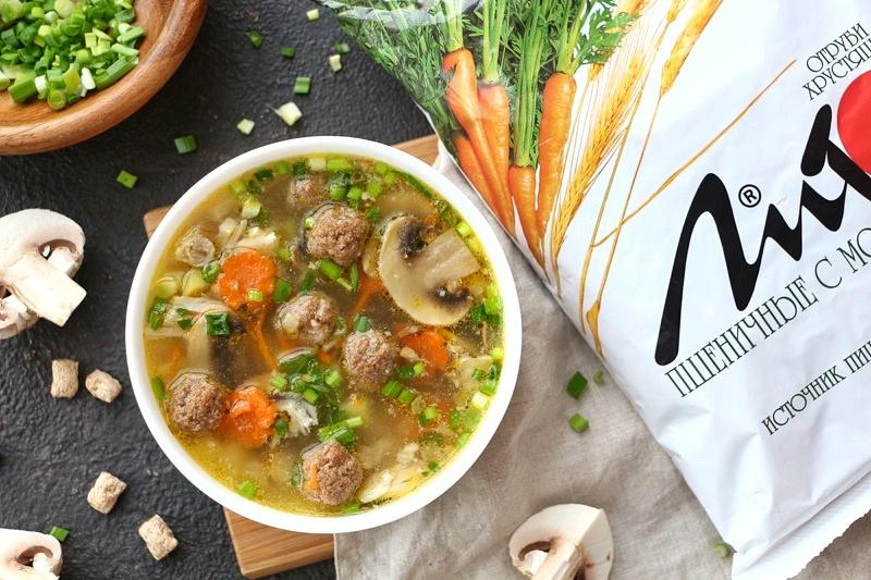 Куриный суп с фрикадельками из отрубей