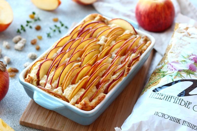 Творожная запеканка с яблоками и отрубями