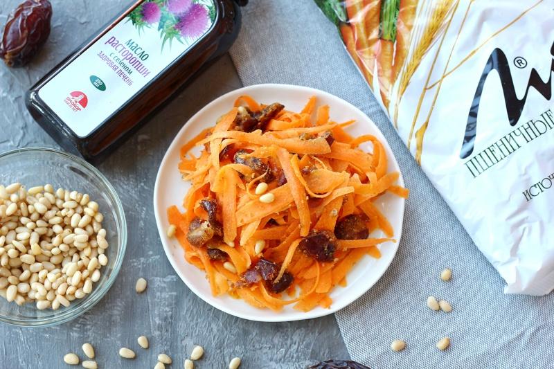 Морковный салат с финиками и кедровыми орешками