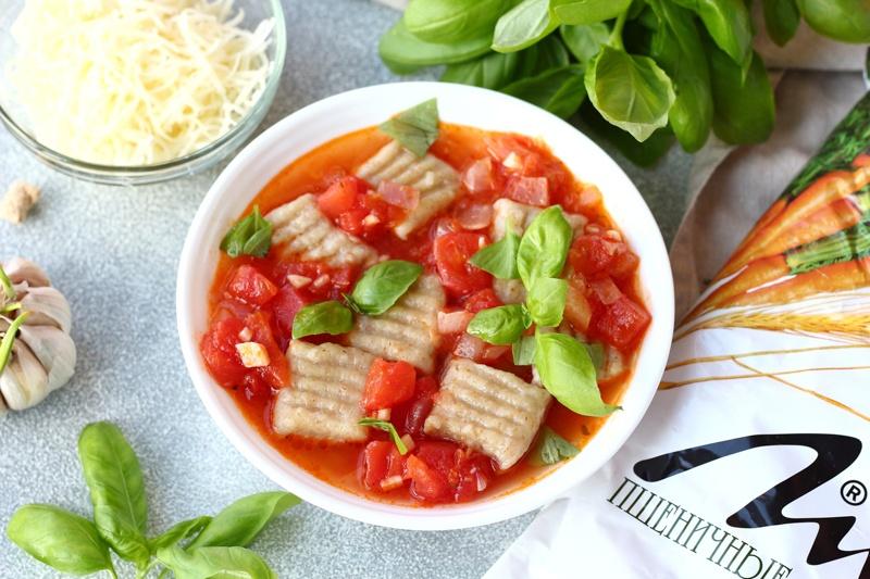 Картофельные ньокки с отрубями и томатным соусом