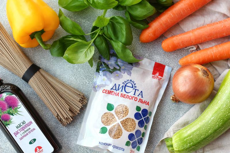 Гречневая лапша с овощами и семенами льна