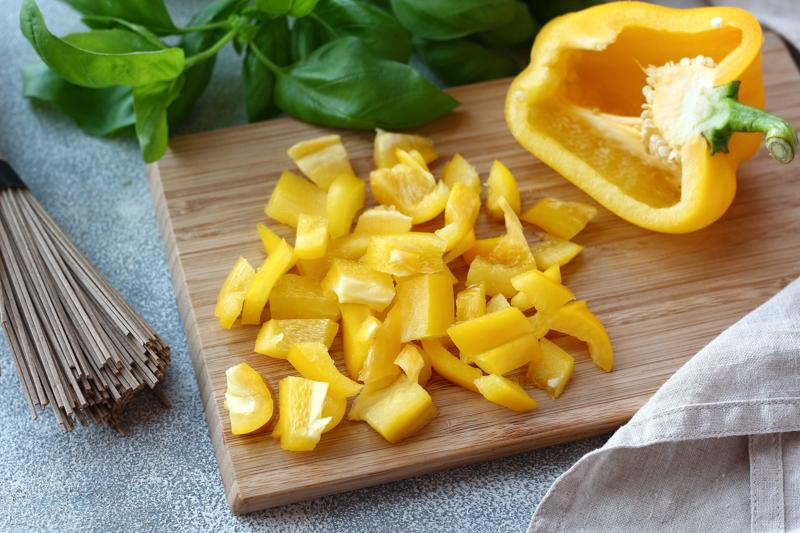 Перец сладкий нарезанный небольшими кубиками