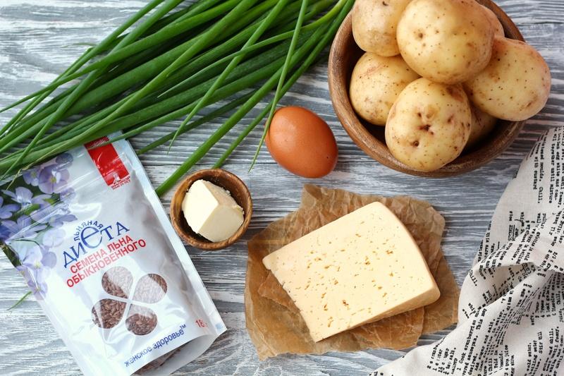 Картофель, запеченный с зеленым луком, сыром и семенами льна