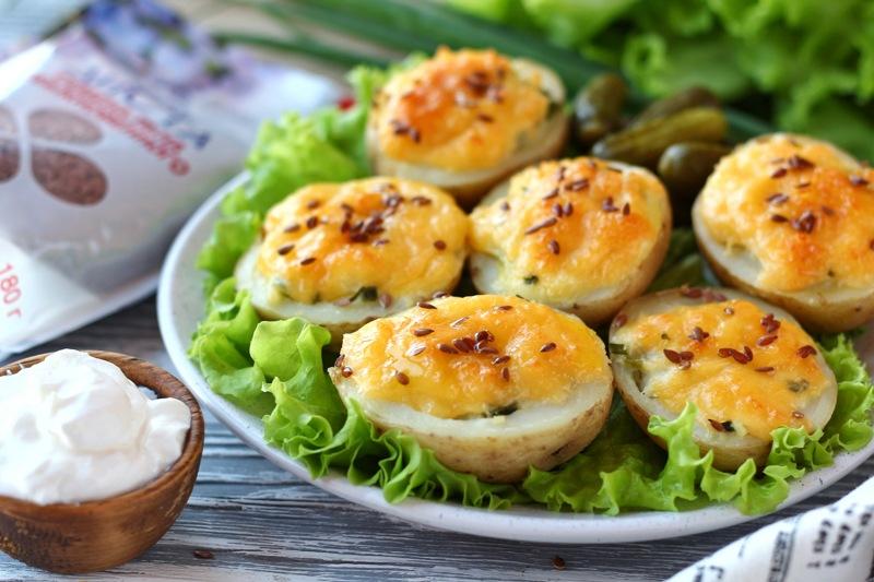 Запеченный картофель с сыром и семенами льна