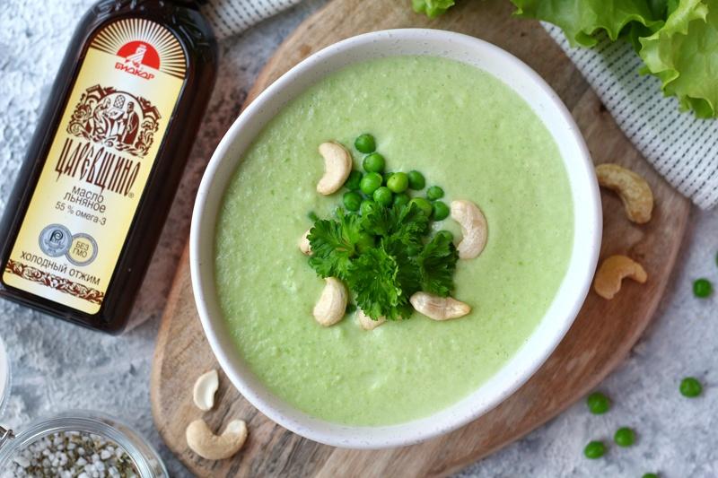 Кремовый гороховый суп с кешью и льняным маслом