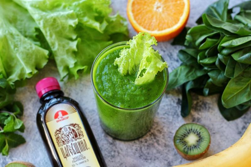 Зеленый смузи с льняным маслом