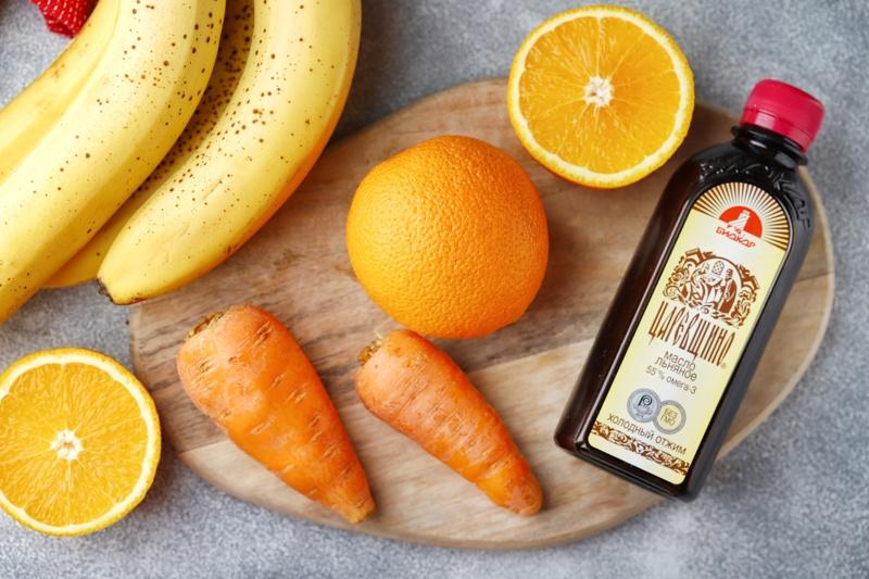 Смузи из моркови, апельсина, банана и льняного масла