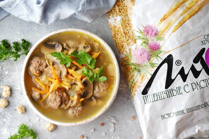 Суп с грибами и фрикадельками с отрубями