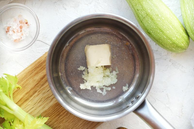 Нежный суп-пюре из кабачков с карри и отрубями