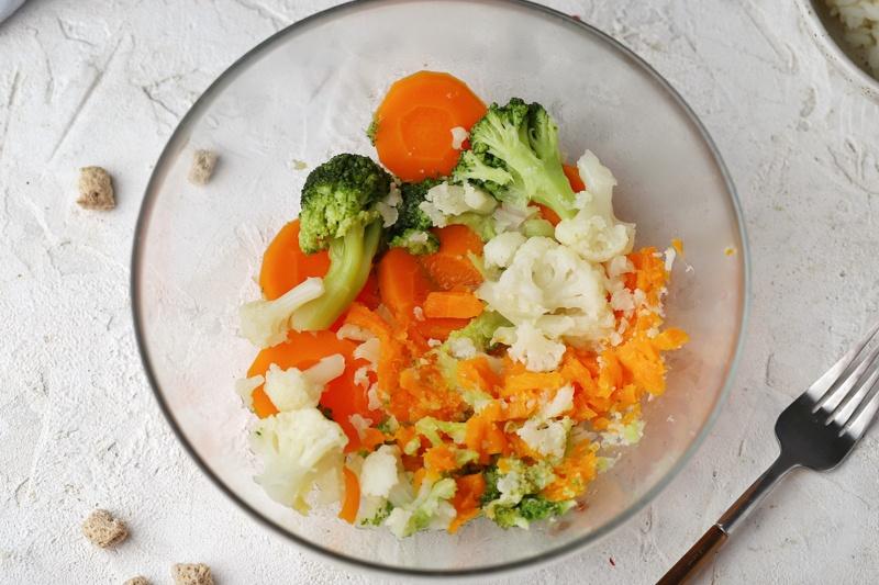 Овощные котлеты с рисом и отрубями