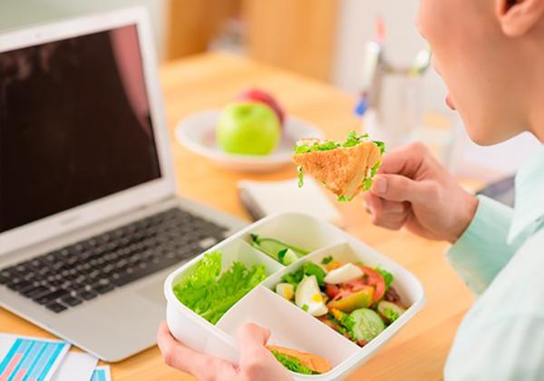 Как правильно питаться на удаленке, в офисе и по вечерам: полезные советы