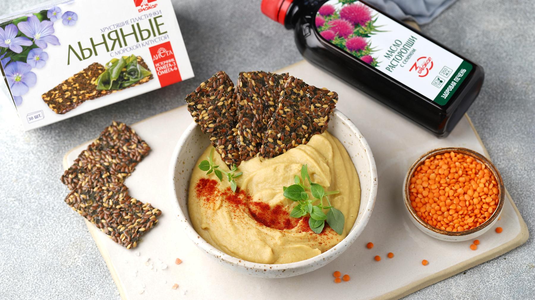 Хумус из красной чечевицы с маслом расторопши и хрустящими льняными пластинками