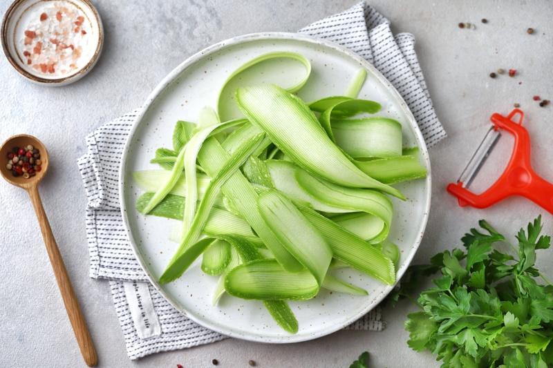 """""""Паста"""" из овощей с соусом из зелени с маслом расторопши"""