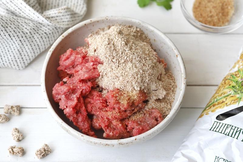 Запеканка из кабачков с фаршем, отрубями и помидорами
